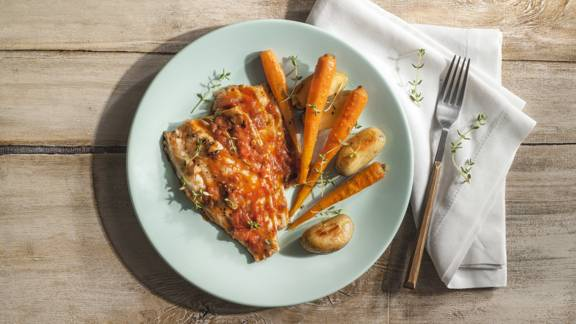 Sea bream with tomato and vegetablesv