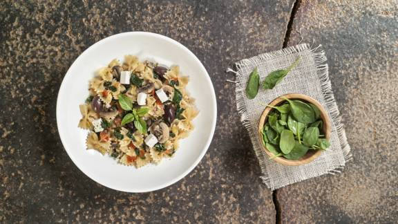 Farfalle with spinach, feta cheese and mushrooms