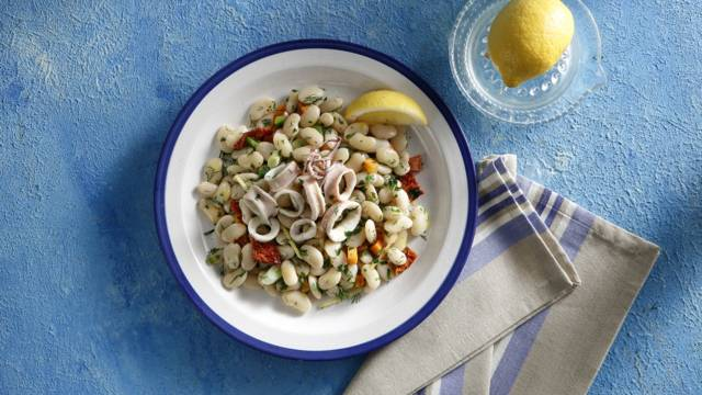 Bean salad with squid